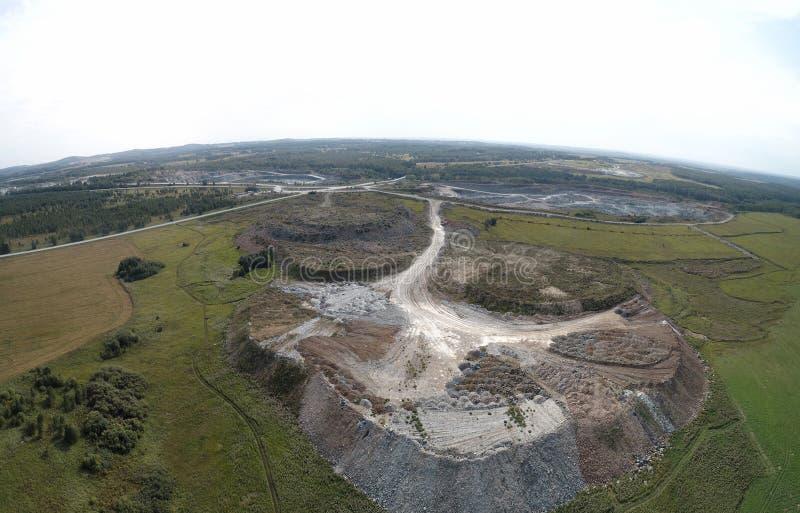 Industriområde för krossad sten royaltyfria bilder