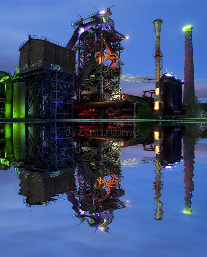 Industy bij nacht stock foto
