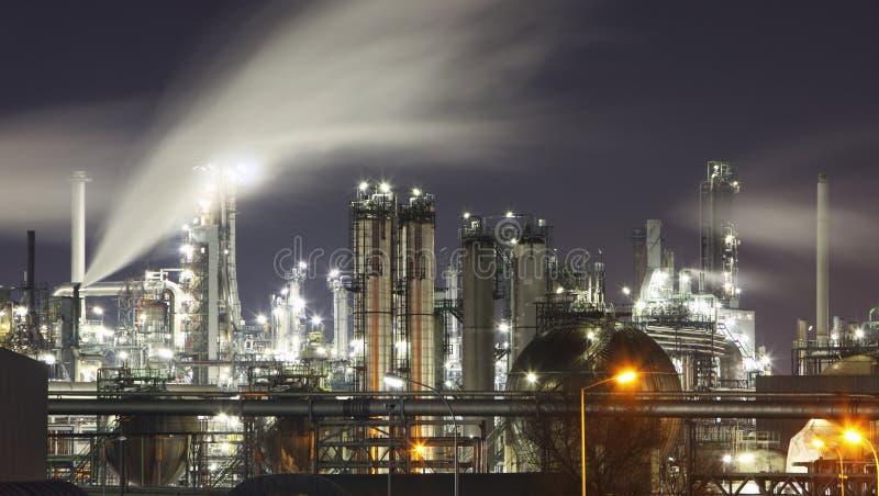 Indutry - olja och gasa fabriken - kemiskt raffinaderi fotografering för bildbyråer