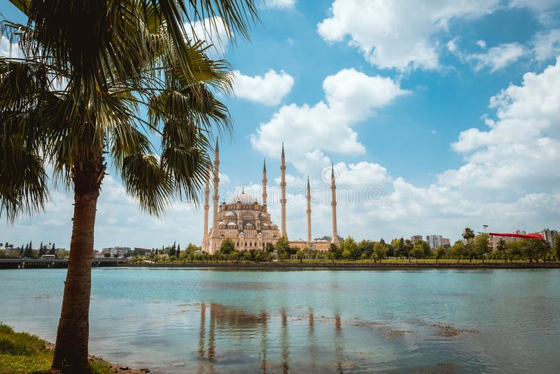 Indyczy Adana Sabanci centrali meczet zdjęcia royalty free