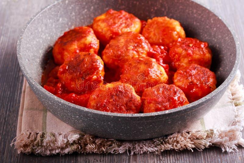Download Indyczy Klopsiki Z Pomidorowym Kumberlandem Obraz Stock - Obraz złożonej z dużo, przekąska: 106905569