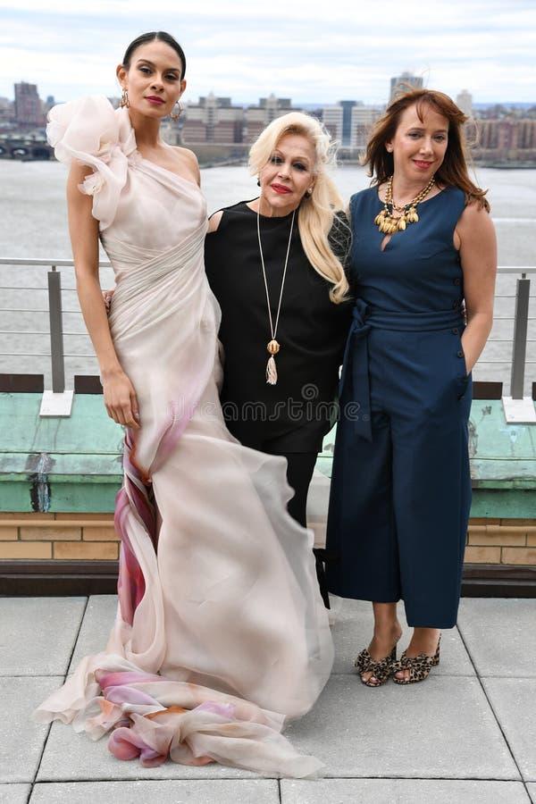 Ines Di Santo, Veronica Di Santo et mod?le posant pendant la pr?sentation nuptiale de mode d'Ines Di Santo Spring 2020 photographie stock libre de droits