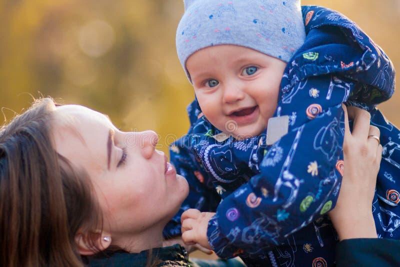 Infância feliz Criança de riso imagens de stock