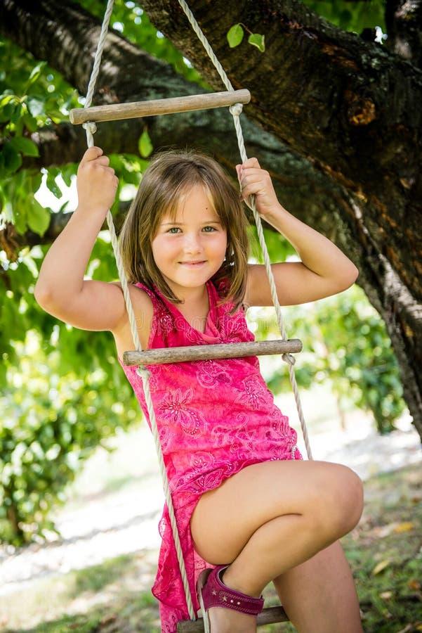Infância feliz - jogando a criança imagens de stock royalty free
