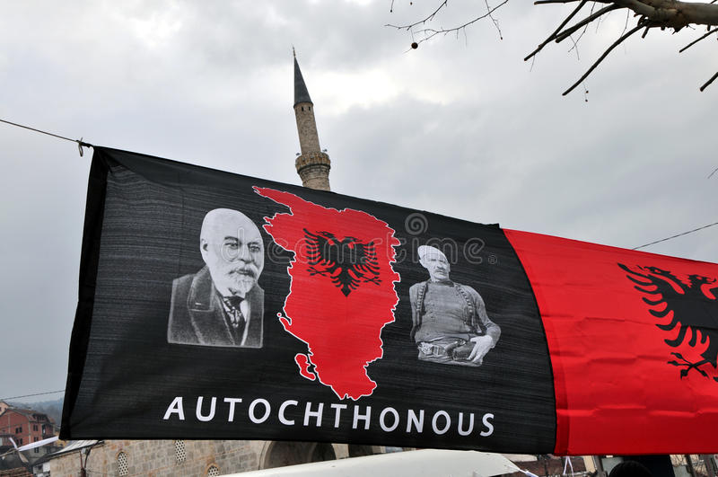 Infödd flagga, av stora Albanien, Prizren Kosovo royaltyfri fotografi