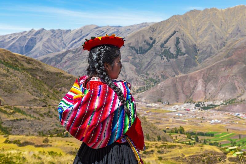 Infödd peruansk Quechua flicka, Cusco, Peru arkivbilder