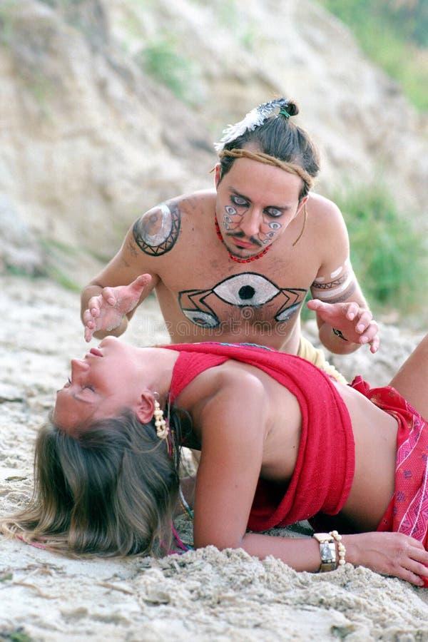 infödd shaman för ceremoni royaltyfri bild