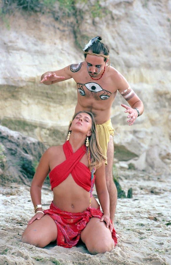 infödd shaman för ceremoni royaltyfria bilder