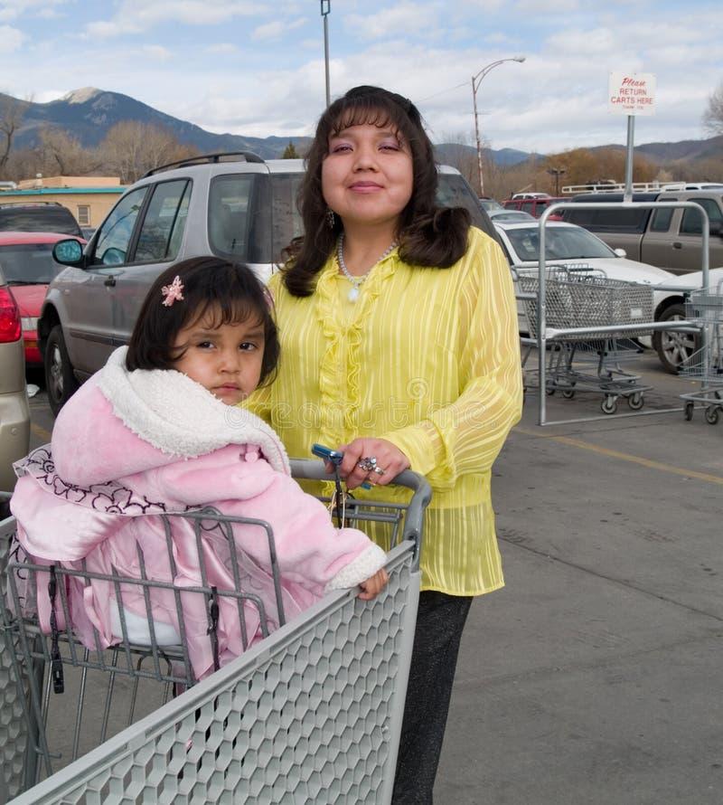 infött lager för amerikansk livsmedelsbutiköverskrift till kvinnan arkivbild