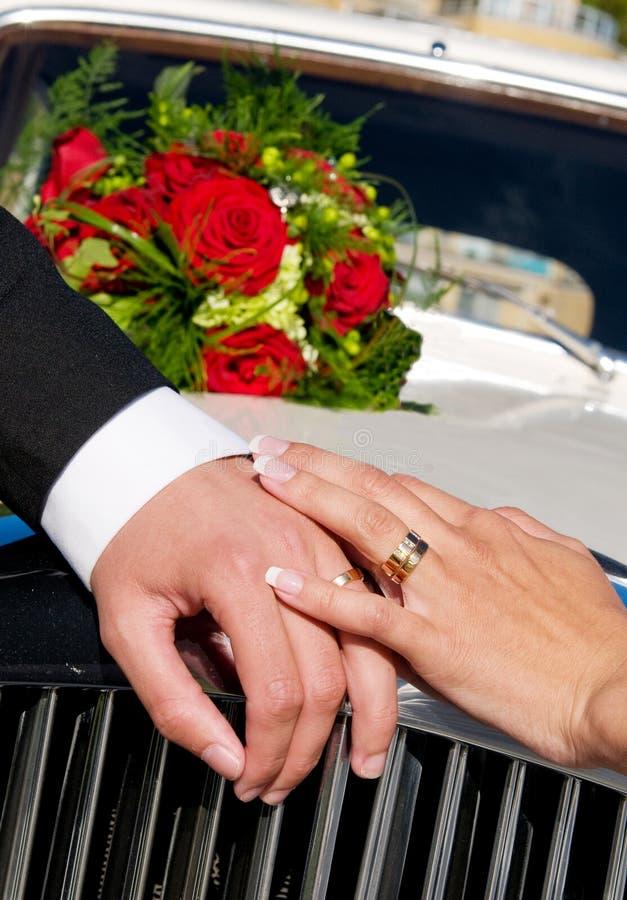 infall hands bröllop royaltyfria foton
