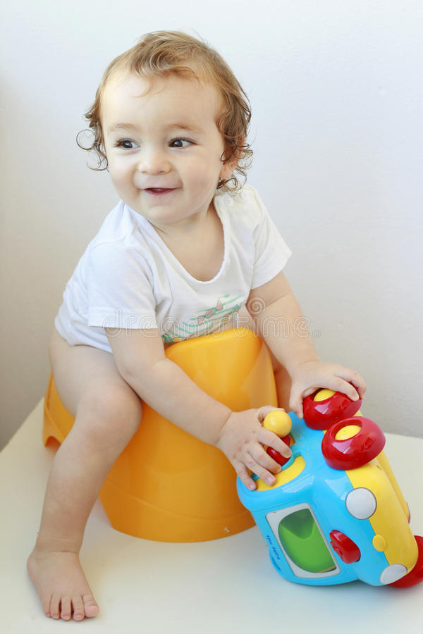 Free Infant On Potty Stock Photo - 20949210