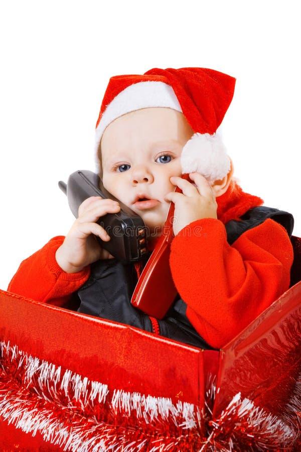 Infante che chiama dal telefono nella casella di natale fotografia stock libera da diritti