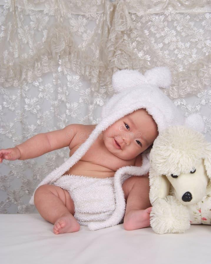 Infante e giocattolo felici fotografia stock libera da diritti
