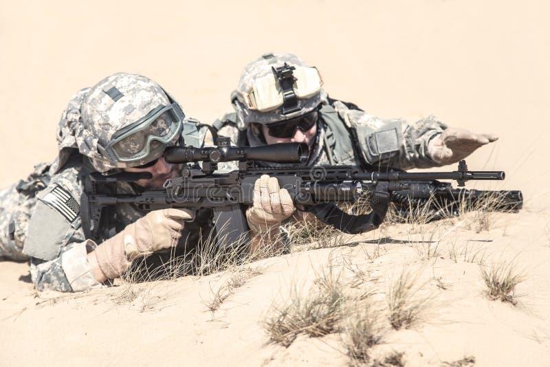 Infantrymen w akci obraz stock