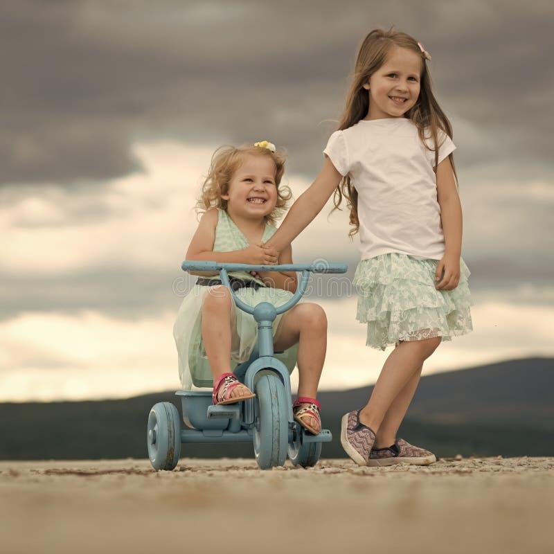 Infanzia felice, famiglia, amore fotografia stock
