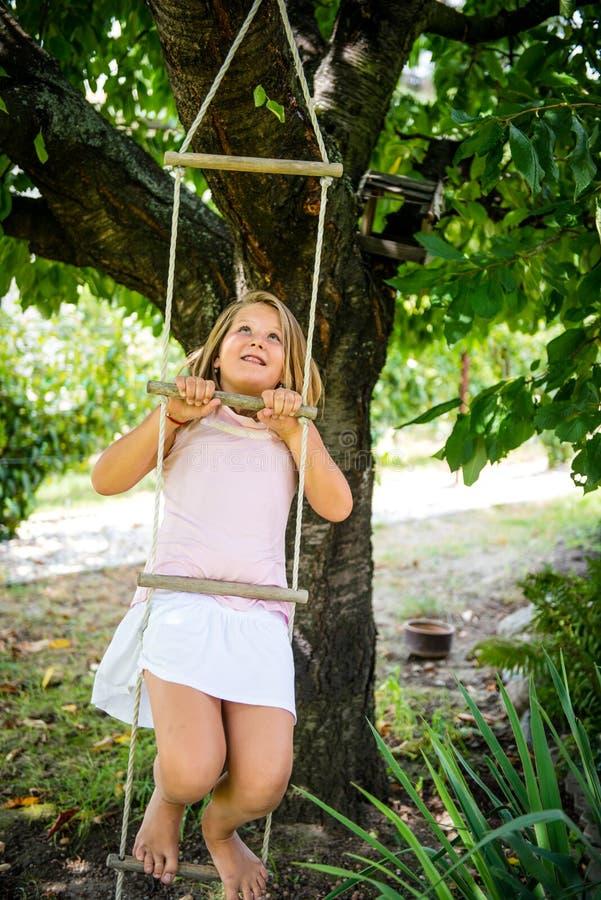 Infanzia felice - giocare bambino fotografie stock