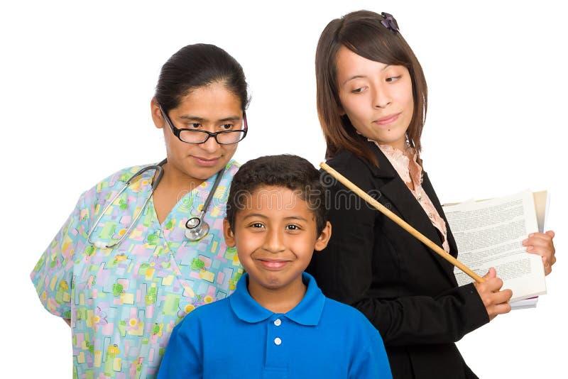 Infermiera ed insegnante che indicano il ragazzo immagine stock libera da diritti