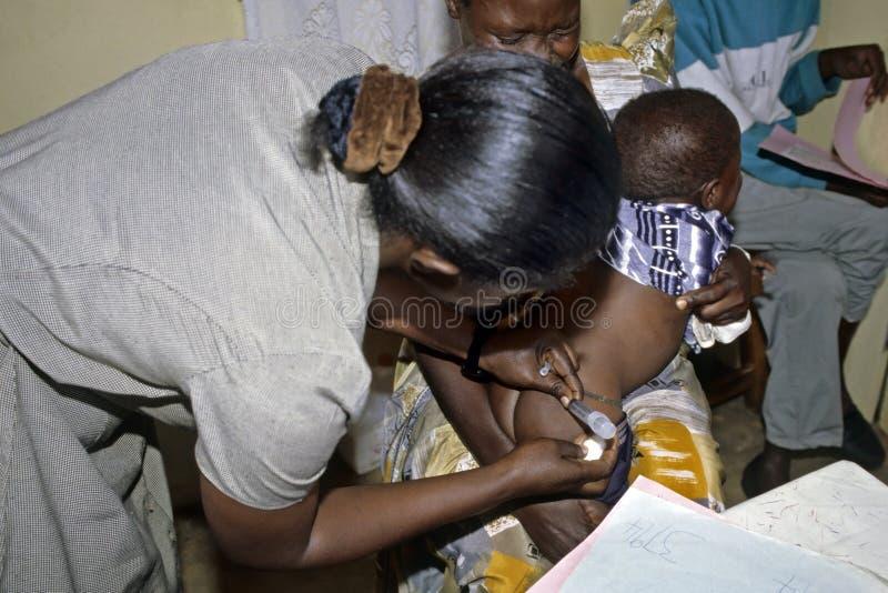 Infermiere lavorante nell'ospedale TASO Kampala dell'AIDS fotografie stock