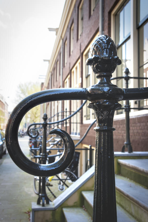 Inferriata vicino al portico, Amsterdam, Paesi Bassi fotografie stock