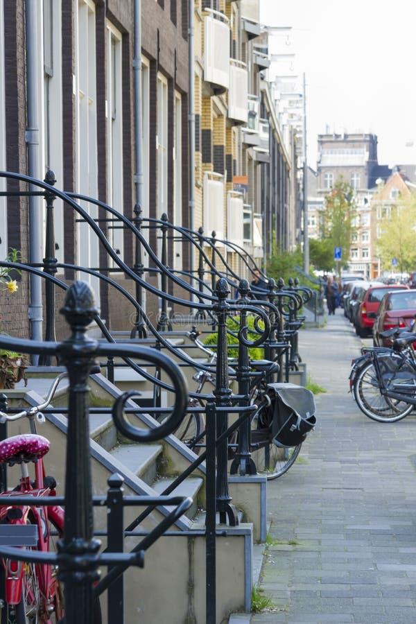Inferriata vicino al portico, Amsterdam, Paesi Bassi immagini stock libere da diritti