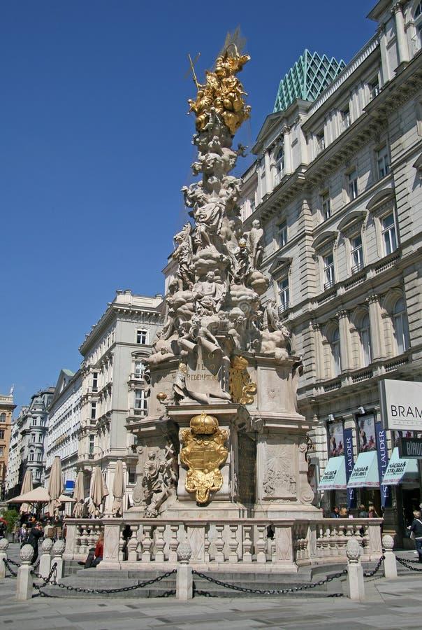 Infestez la colonne de trinité sainte de colonne située sur la rue de Graben à Vienne image libre de droits
