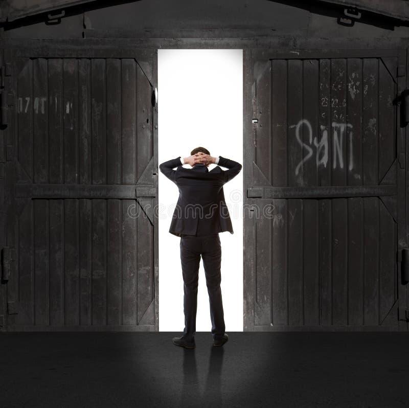 Infinidade Homem de negócios na luz da saída imagem de stock royalty free