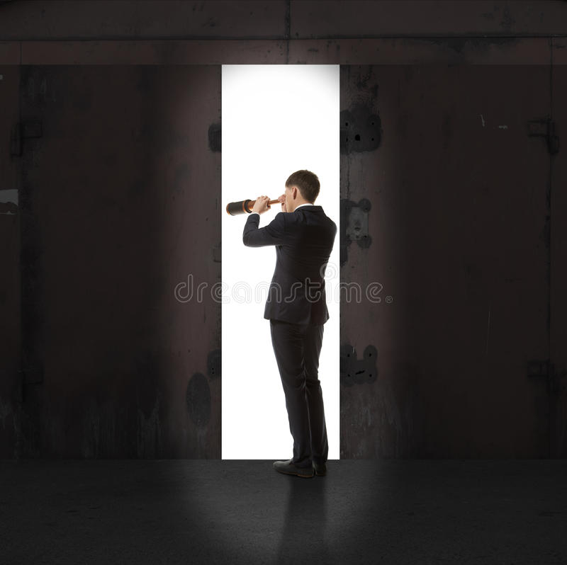 Infinidade Homem de negócios na luz da saída fotografia de stock royalty free