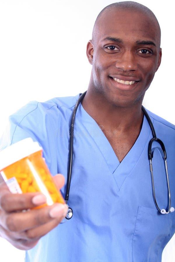 Infirmière et pillules mâles image stock