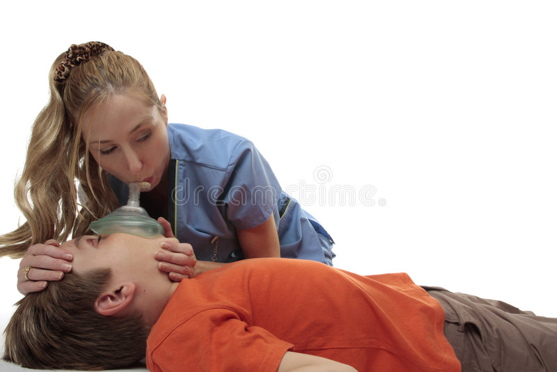 Infirmière utilisant le masque de ressuscitation photographie stock libre de droits