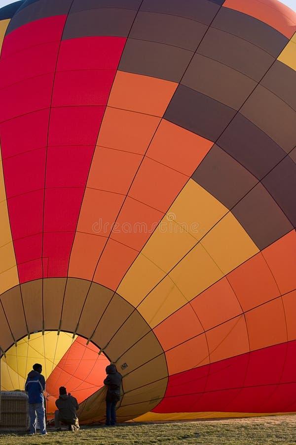 Inflación del globo del aire caliente fotos de archivo