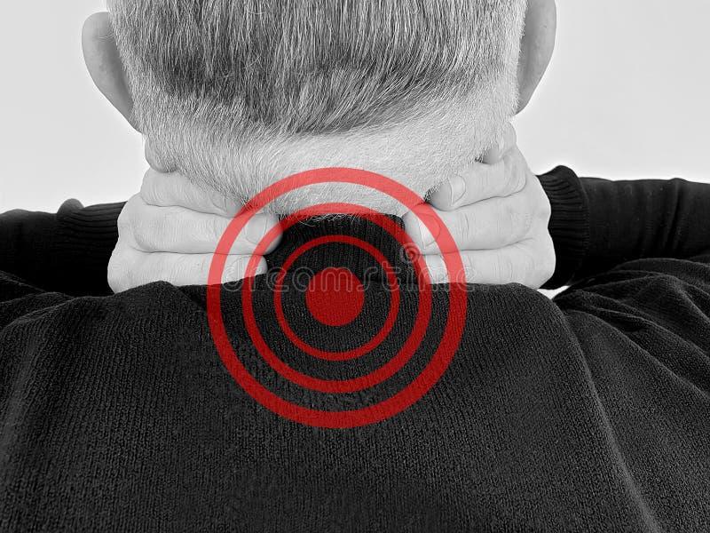 Inflamação vertebral do sofrimento da escoliose do esforço da dor de ferimento do pescoço adulto do homem imagens de stock royalty free