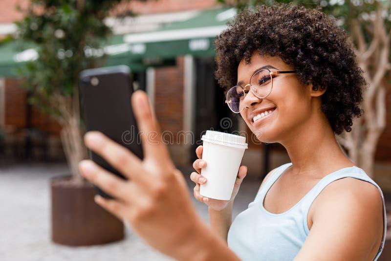 Influencer sociale di media che vlogging fotografia stock libera da diritti