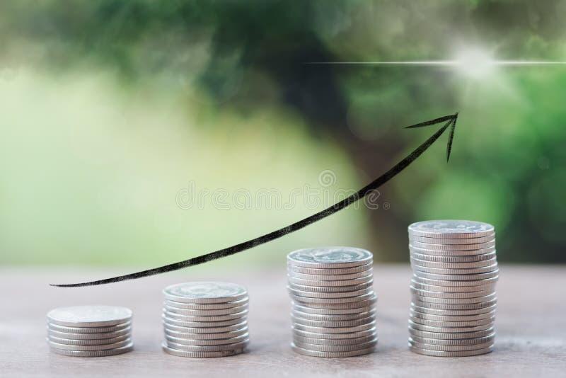 Infographics del concepto del dinero, financiero, del negocio del crecimiento, de la pila de monedas al pensamiento y de la plani imagen de archivo