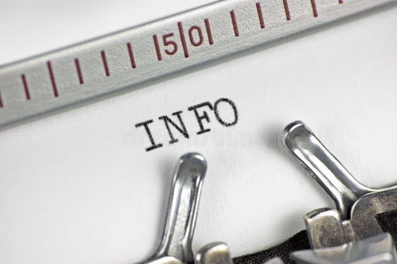 Informação de dactilografia do texto do close up macro da máquina de escrever fotografia de stock