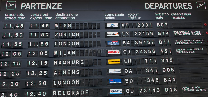 Informação em uma placa das partidas do aeroporto fotos de stock