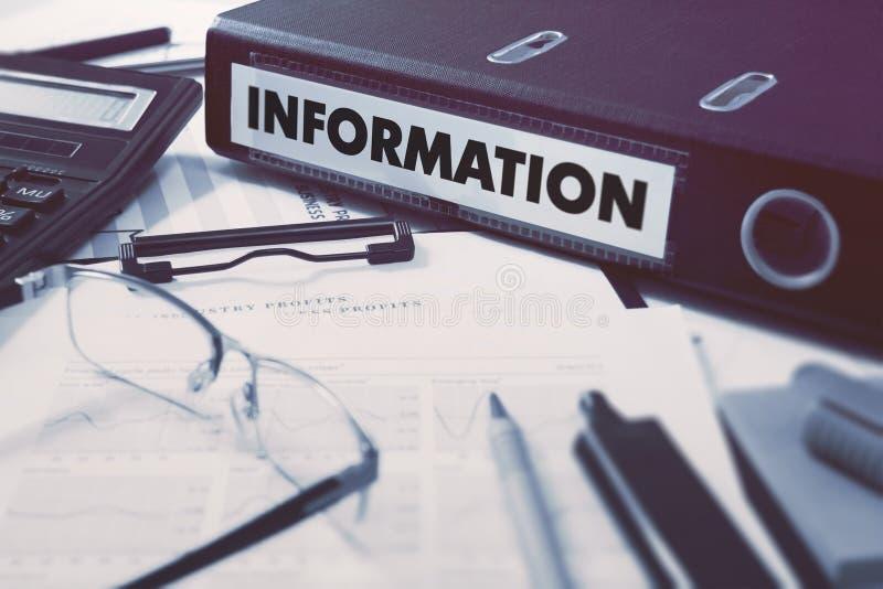 Informação no dobrador do escritório Imagem tonificada fotos de stock royalty free