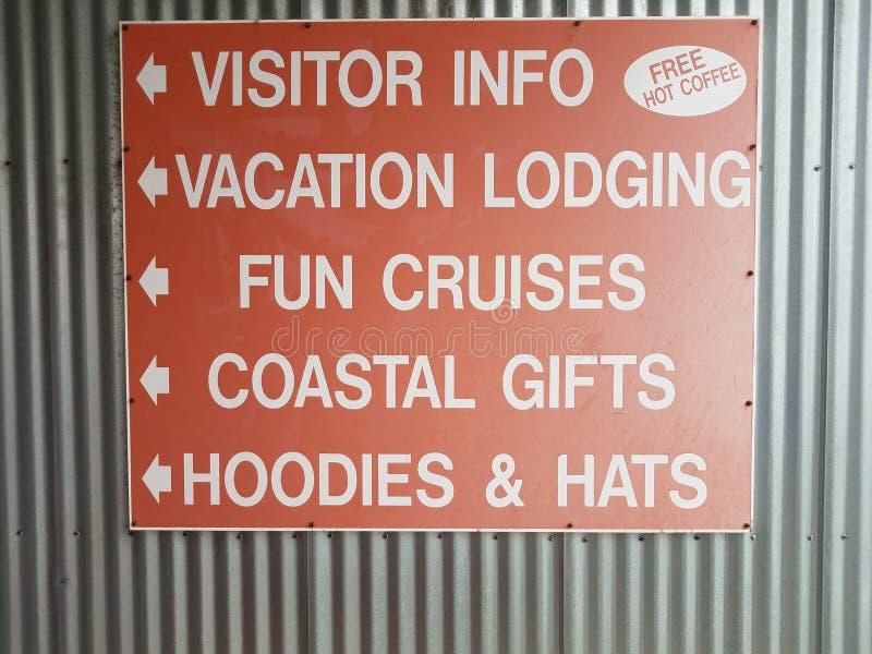 Información roja del visitante, café libre caliente, muestra del alojamiento de las vacaciones imagenes de archivo
