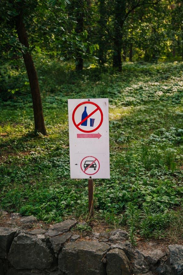 Informacja podpisuje wewnątrz las zdjęcie stock