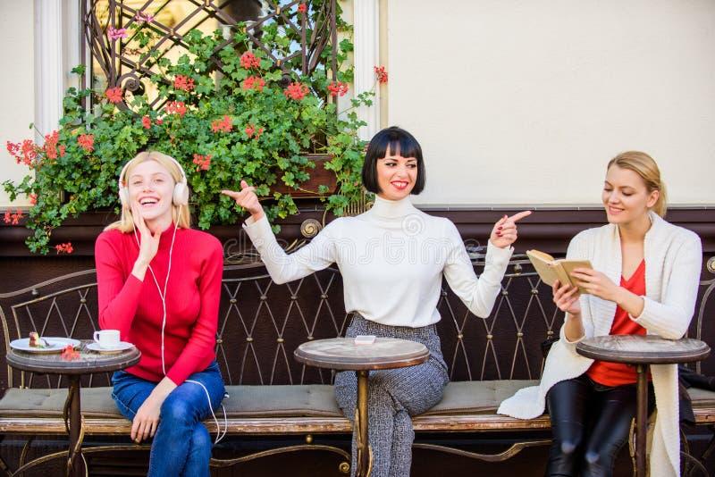 Informatiebron Vrouwelijke vrije tijd Hobby en vrije tijd Verschillende Belangen Het weekend ontspant en vrije tijd Groep vrij royalty-vrije stock foto's