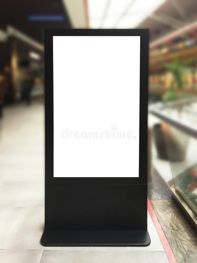 Informatieraad, kiosk met het knippen van weg stock afbeeldingen