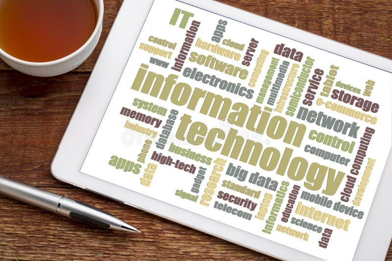 Informatietechnologie woordwolk op tablet royalty-vrije stock fotografie
