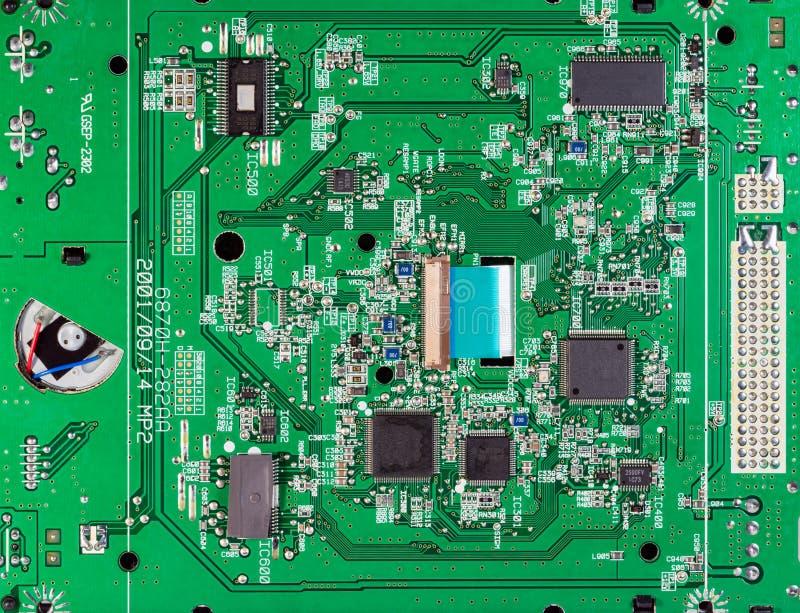 Information om elektroniska kretsar och chips på CD-ROM-persondator arkivfoton