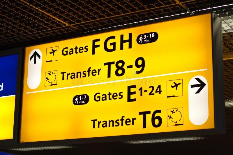 Informationen kennzeichnen innen Flughafen stockbilder