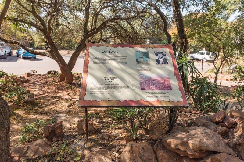 Informationsbräde, för Piet Retief Monument på Voortrekker M royaltyfri bild