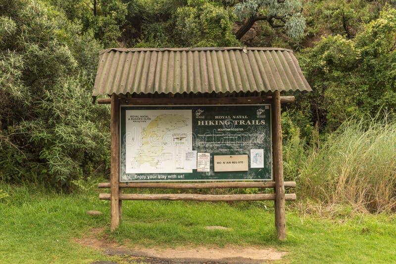 Informationsbrett am Anfang des Tugela-Schluchtwanderwegs lizenzfreies stockbild