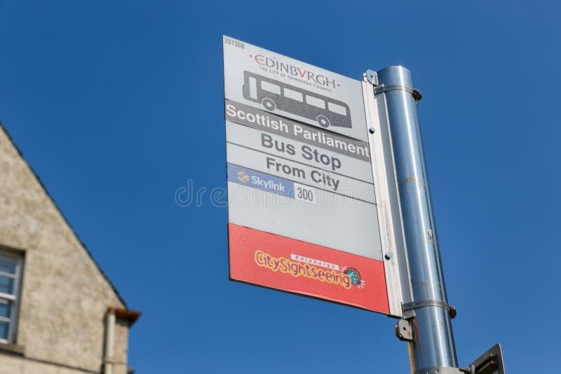 Informationstafel an der Bushaltestelle von Edinburgh-Sightseeing-Touren stockfotografie