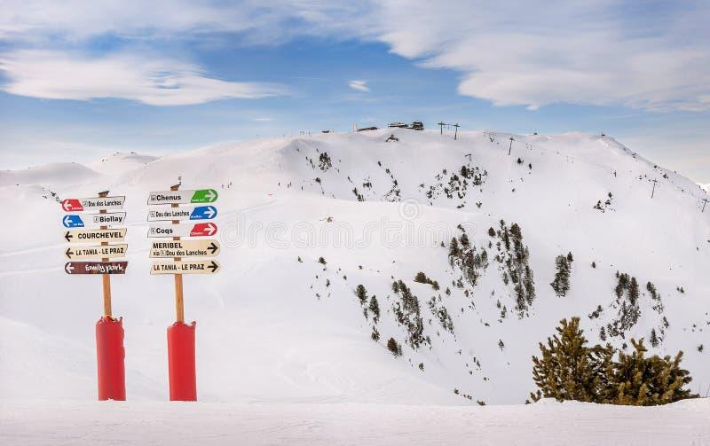 Informationstecken på Ski Resort arkivbild