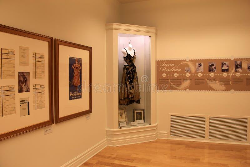 Informativa skärmar som täcker Annas Pavlovnas liv, nationella museum av dansen och Hall av berömmelse, Saratoga, New York, 2015 royaltyfri bild