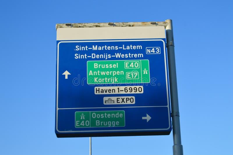 Informazioni della strada sulla strada principale E40 a Gand, Belgio il 5 novembre 2017 immagine stock