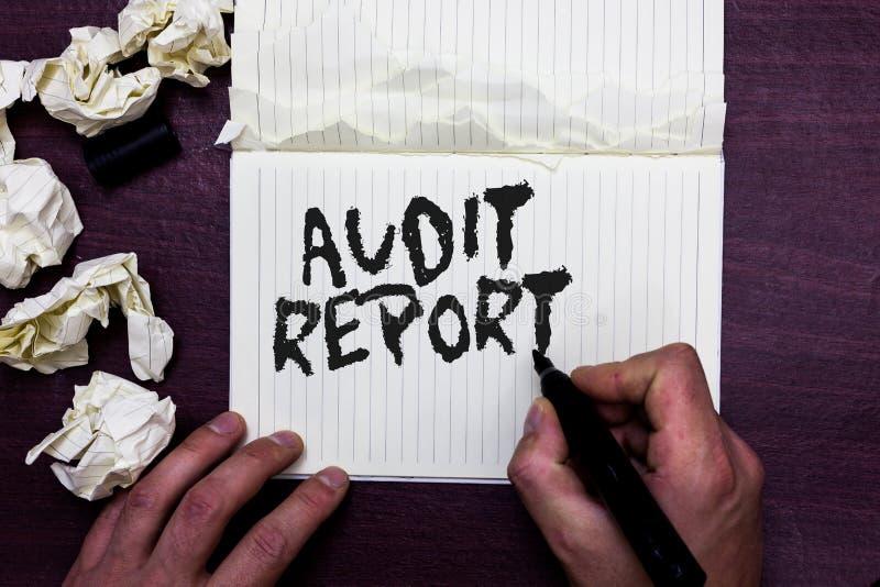 Informe de auditoría del texto de la escritura de la palabra El concepto del negocio para una valoración de la situación financie imágenes de archivo libres de regalías